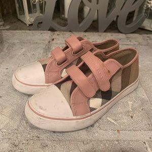 Girls Burberry Velcro sneaker sz 33
